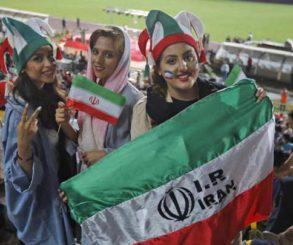 """وفد من """"الفيفا"""" يصل إلى إيران للوقوف على السماح للنساء بحضور المباريات"""